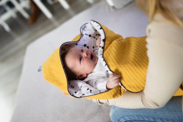Rożek niemowlęcy z kapturkiemcosmo yellow