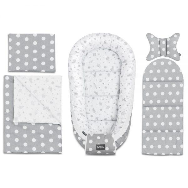L'élégant ensemble de layette Doti Bello pour le baby shower se compose de 6 accessoires pratiques qui seront utile pour le soin de votre bébé dès la naissance à 8 mois. Le set offrira à votre bébé une place confortable, sûr et agréable pour dormir et se reposer. C'est également une place idéale pour s'amuser et pour les activités quotidiennes entre les deux. L'ensemble du baby shower inclus : - cocon pour bébé 60x90cm - enveloppe décorative pour bébé - un matelas de dimensions 30x70 cm - couverture 50x75cm - oreiller plat 25x30cm - oreiller antichocs papillon 25x30cm  L'ensemble est cousu avec du coton de première qualité, certifié à 100 %, sûr pour la peau délicate du bébé. Le coton délicat et doux au design original Bellochi aux charmants motifs gris a été combiné avec du coton gris à pois fantaisie, il donne un aspect de conte de fées. C'est un peu de joie et de liberté dans un style minimaliste.  La collection Doti Bello est dédiée aux amateurs de design élégant et simple avec une touche de magie. Aussi, ce set de layette sera également très utile à la maison, lors d'un voyage ou d'une promenade, ainsi que lors de visites à des amis ou à la famille. C'est la meilleure idée de cadeau pour une future maman à l'occasion d'un baby shower ou de la naissance d'un bébé.